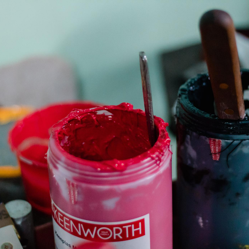Red and blue screen printing ink pots